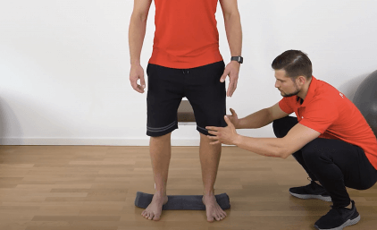 Knieschule: Die besten Übungen bei Kniebeschweren